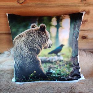 Karhu ja korppi tyyny 40*40cm
